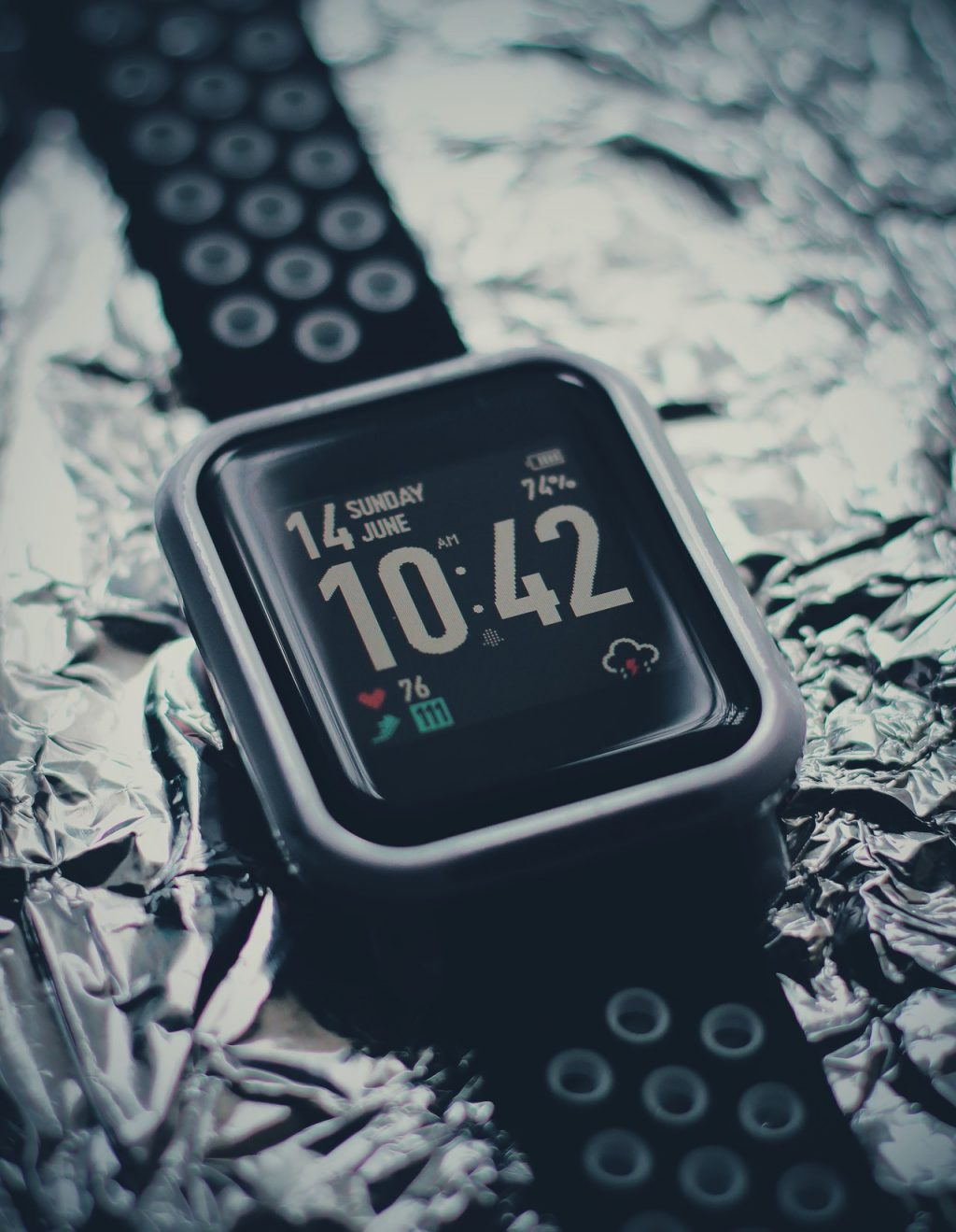 black-and-silver-apple-watch-4672162 (1)